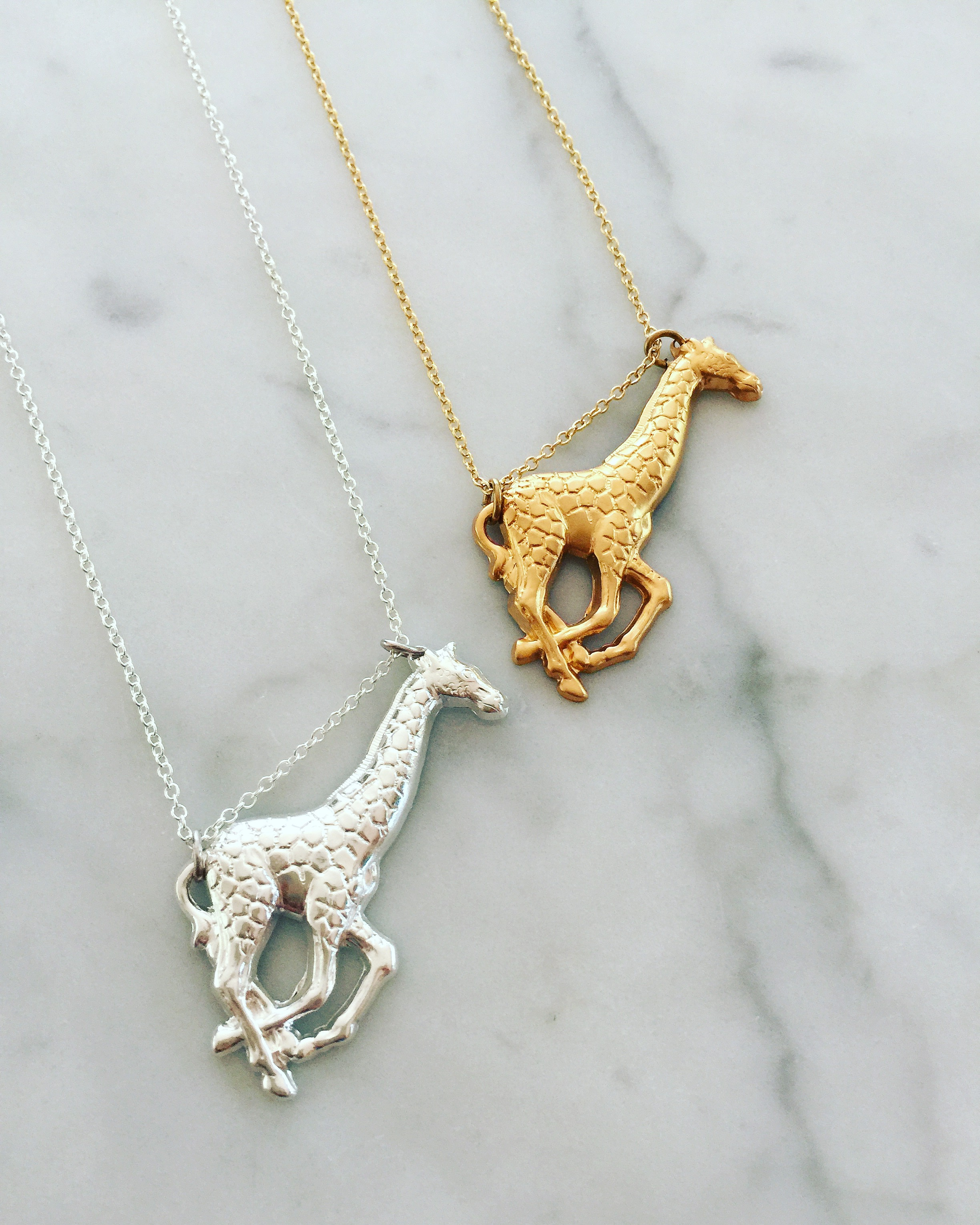 pendant necklace gold giraffe